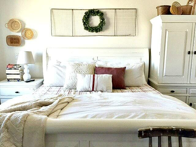 5 Elements To Add For A Simple Christmas Bedroom