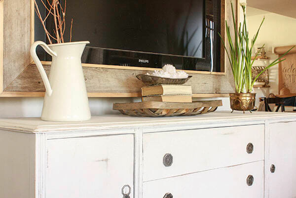 Love this painted buffet makeover! It has such great farmhouse appeal!