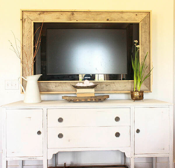 This sideboard buffet makeover was amazing! You must see the before. Using furniture was the right way to go. | Twelveonmain.com