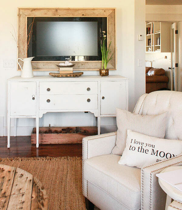 Tips and tricks to a successful painted furniture makeover! Check out all the details here.