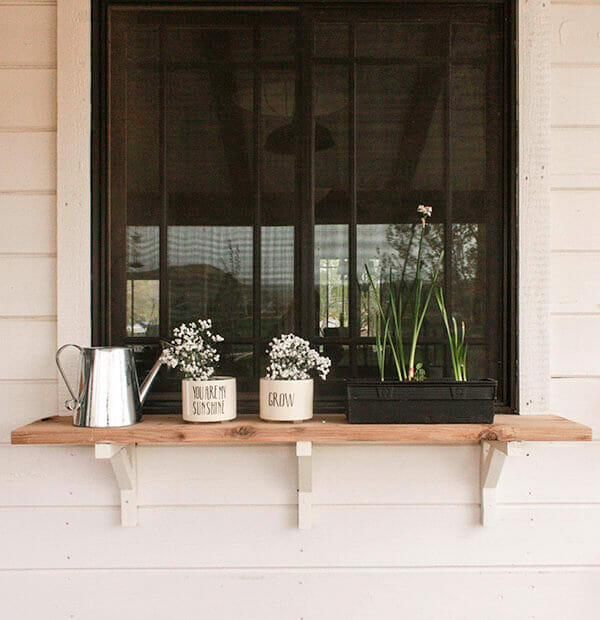 How to build these amazing farmhouse exterior window shelves.  I cannot wait to use this!