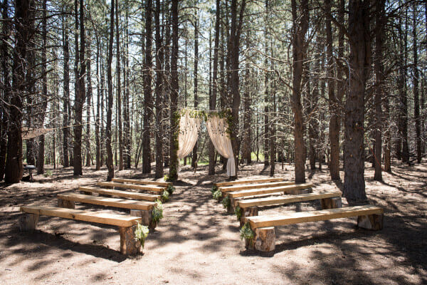 I love themed weddings. This outdoor woodland themed wedding is amazing. You must see all the sweet details!