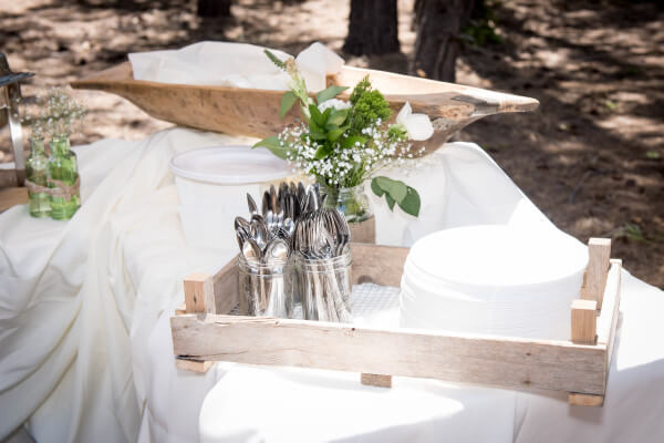 How to display food at a wedding in style. This outdoor woodland wedding theme is perfect.