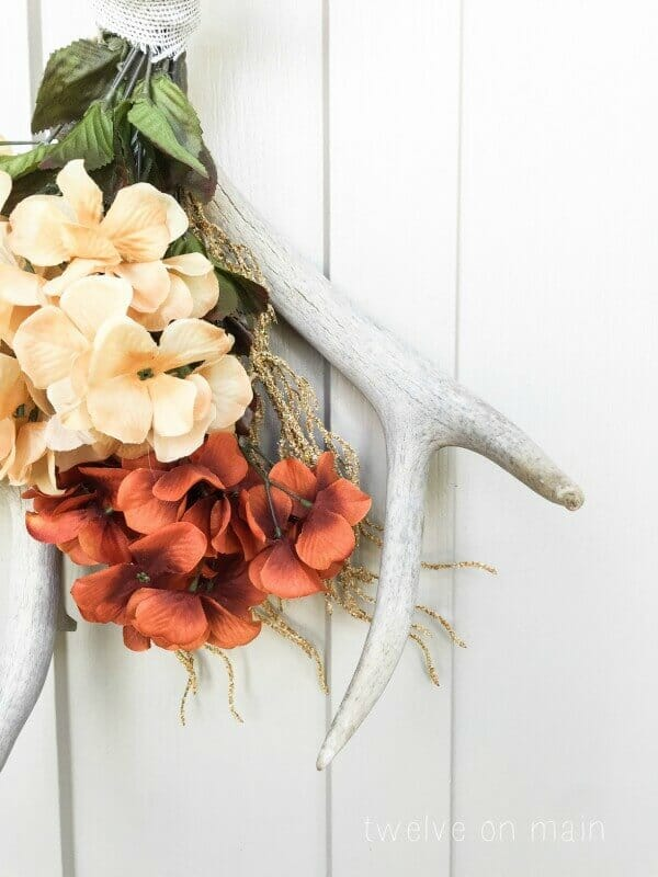 Have you ever thought to make a fall antler wreath? I love the simplicity of this!