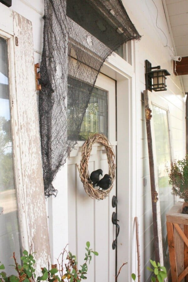 Make this simple DIY Halloween wreath in no time!
