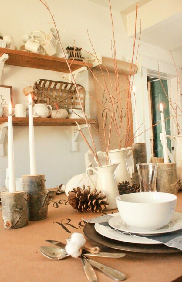 Wow, I love this farmhouse style fall tablescape!
