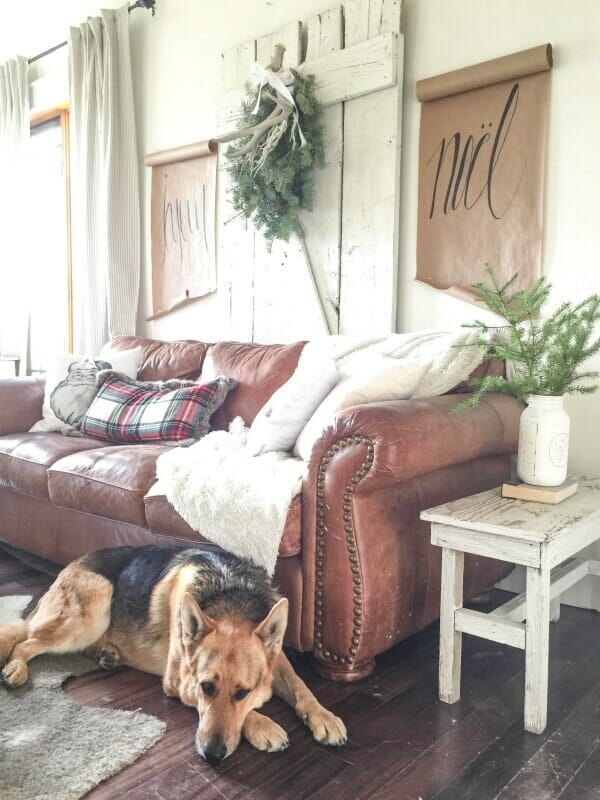 Are you a fan of farmhouse style? Check out this farmhouse Christmas Home Tour. It is so amazing! The Christmas tree is so beautiful.