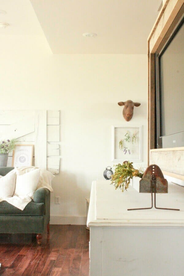 Its been a long long winter, and I am ready for the spring! If you are too, check out my farmhouse for spring. Be inspired by bright, airy spaces.