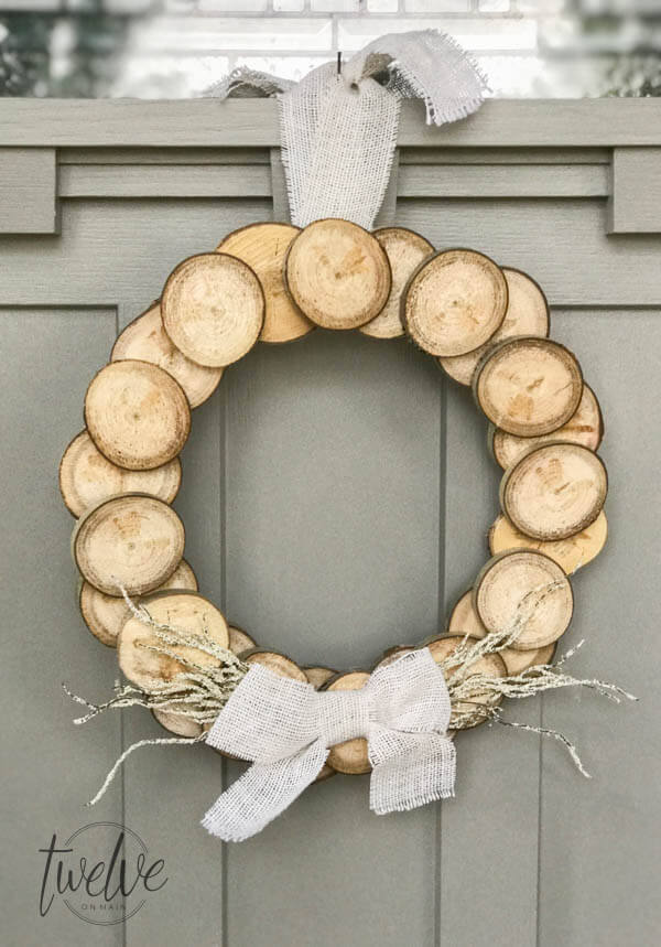 A wreath made with wood slices?  Yes please!