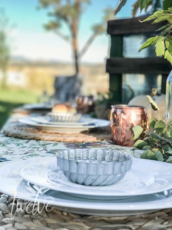 Want to rock an outdoor fall table? What about up your entertaining game? Check out these tips!