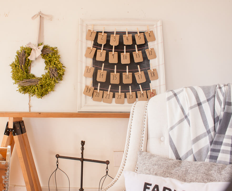 Looking for easy advent calendar ideas for kids?  Check out this easy DIY chalkboard calendar!
