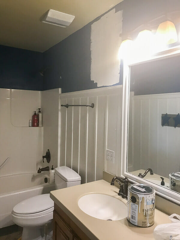 This bathroom needed to be update, check out how 5 simple steps comepletely changed this bathroom decor.