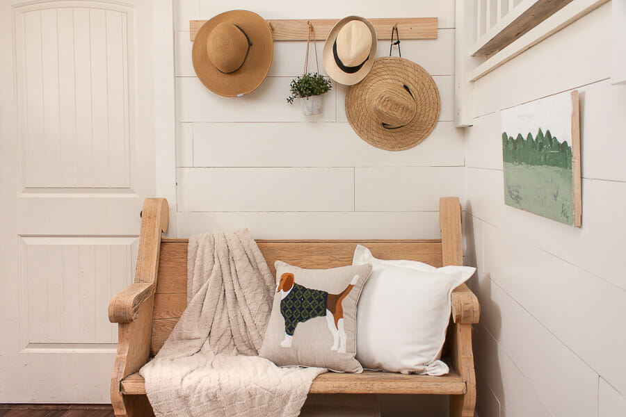 Spring entryway decor doesn't have to be obvious and in your face. Just add a few simple touches to create a spring oasis in your home.