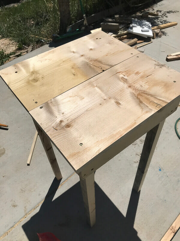 How to easily add the tabletop to an outdoor side table