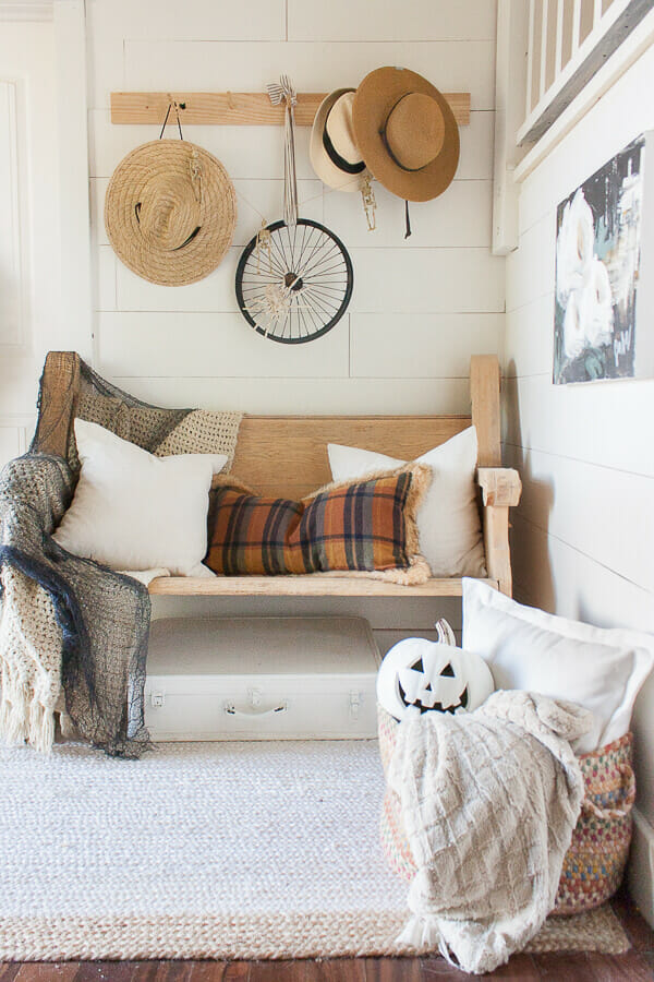 Entryway Halloween decor that is chic and stylish