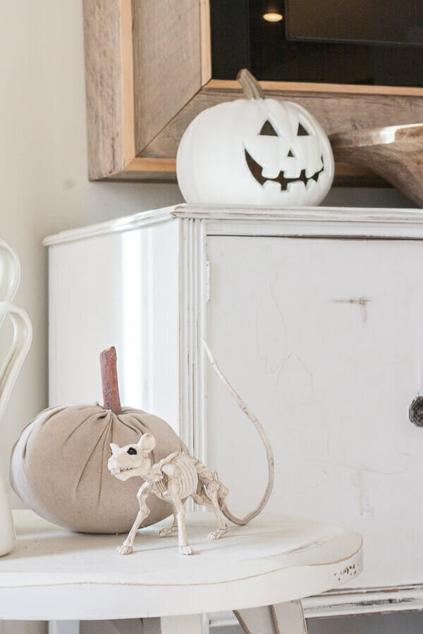 How to paint plastic jack-o-lanterns  to make them look like expensive ceramic pumpkins
