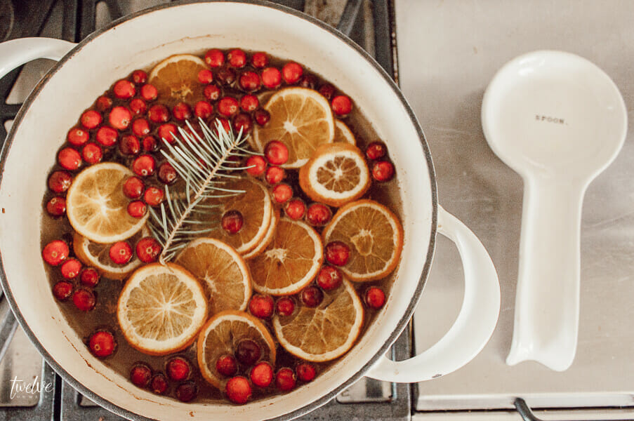 Make this easy gift for your friends and neighbors! Easy Christmas stovetop potpourri