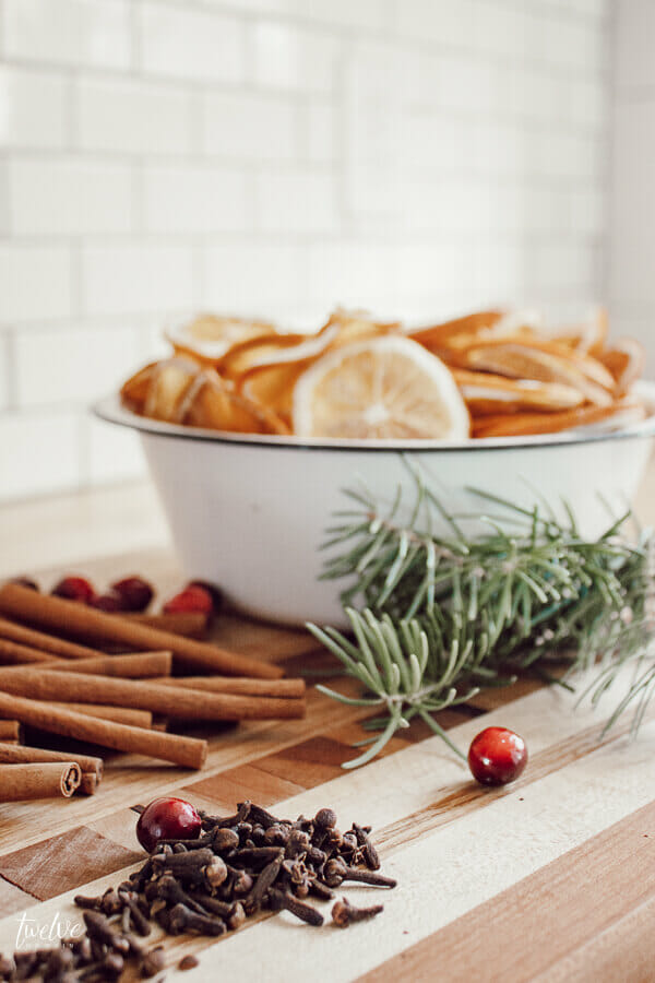 Make this easy Christmas stovetop potpourri for your friends and neighbor gifts! Its the perfect neighbor gift! They will be thrilled when they receive it! Make it with simple ingredients and take advantage of the FREE stovetop potpourri gift tags!