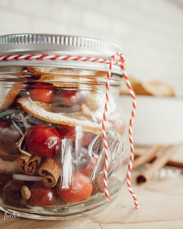 Make this beautiful stovetop potpourri this Christmas! Your home will smell heavenly!