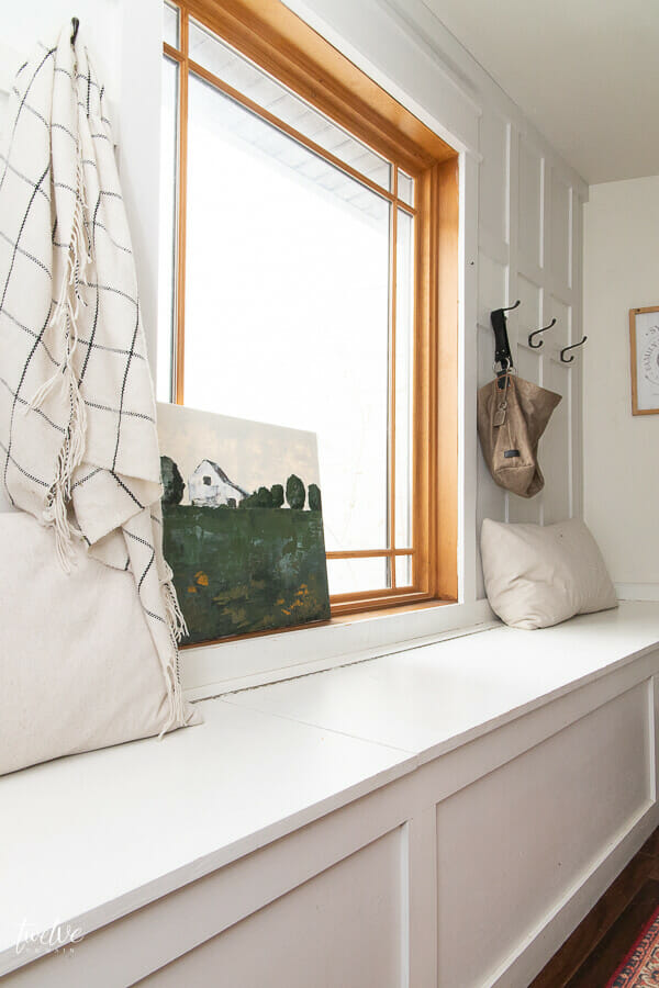 This mudroom looks so good decorated for winter and spring. Keeping it simple with special decor features gives this space tons of character and it is so inviting.