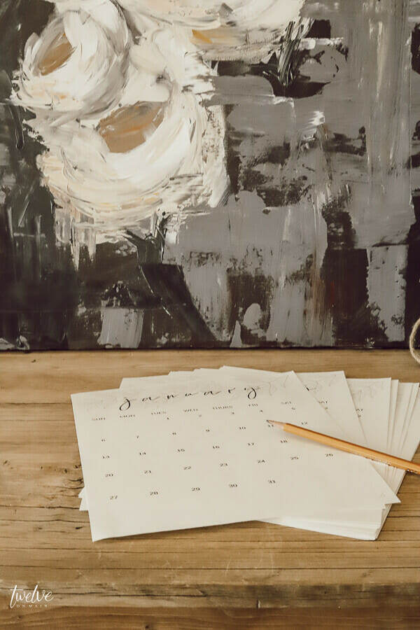Printable monthly calendars are the perfect way to keep your life organized!  Check out this stylish and FREE printable monthly calendar!