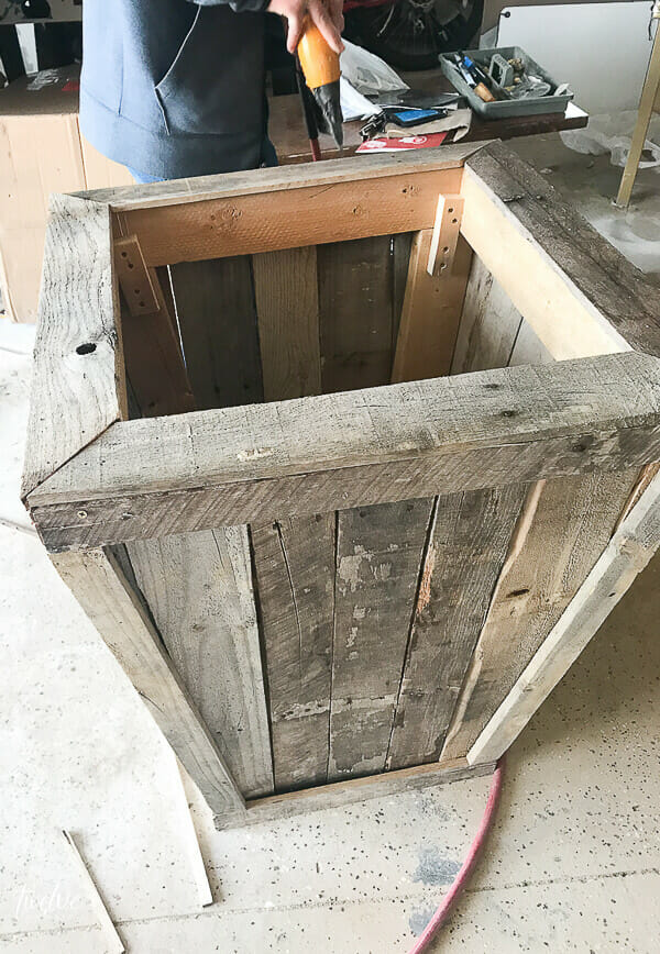 How to make a large pallet planter