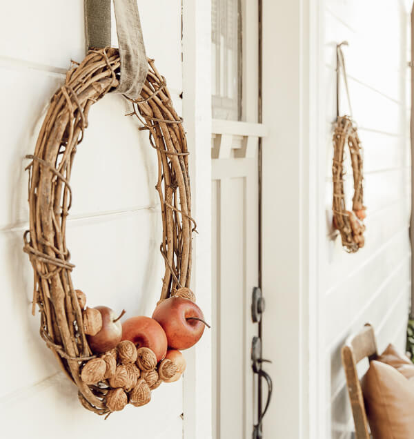 Simple fall wreaths make the best addition to a farmhouse, or any house!