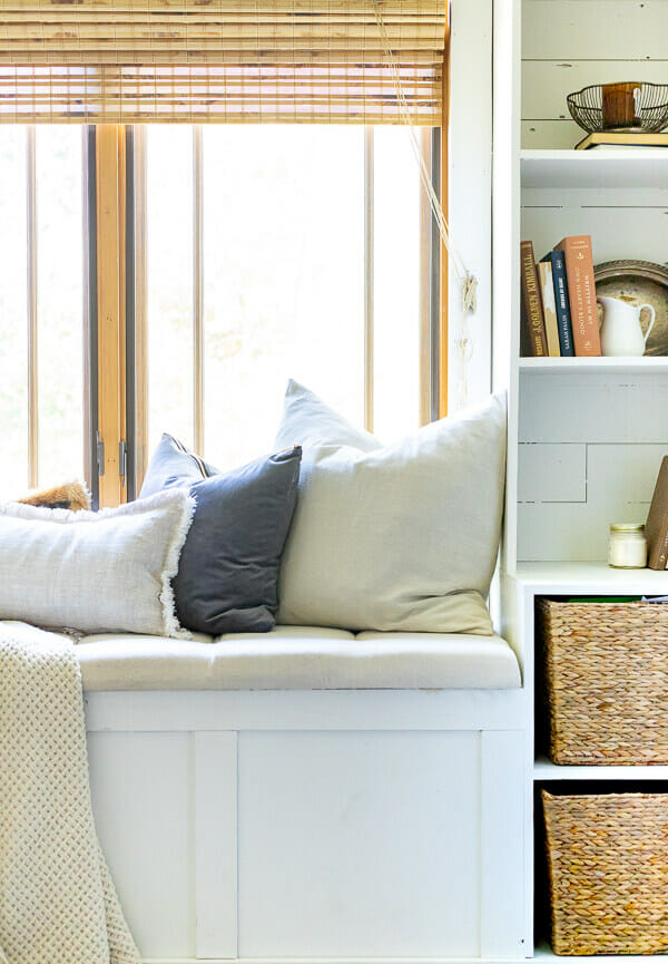 How to decorate your bedroom for fall easily with these 5 steps!