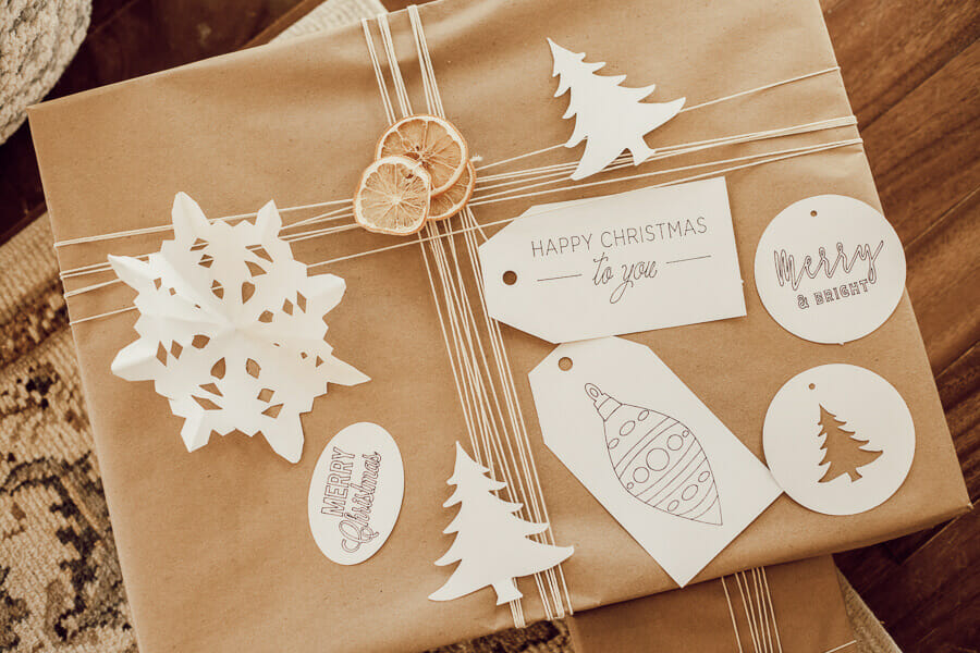 Make these Easy Christmas Gift Tags with Your Cricut!