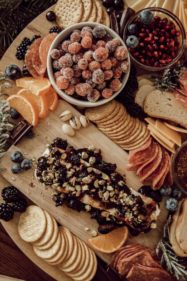 Make this amazingly delicious charcuterie board for the holidays!