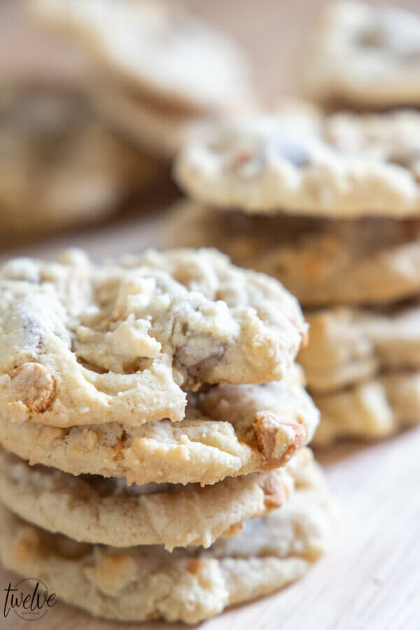The ultimate soft and chewy chocolate chip cookies recipe! Make sure to try these out! They are the most amazing chocolate chip cookies I have ever had.