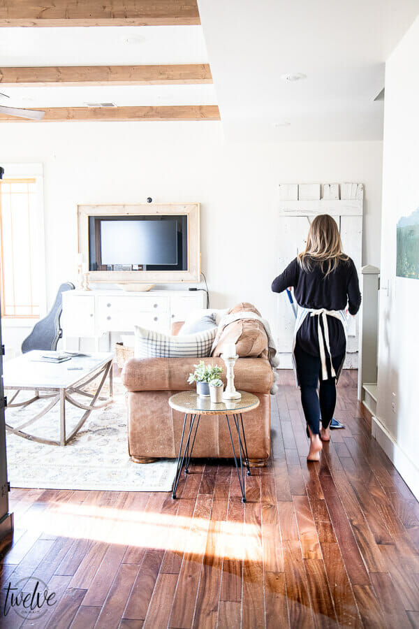 How to clean hard wood floors effortlessly. I love my Bona hard floor cleaner! It has made my cleaning routine so much easier! Try out their great floor cleaner for wood!