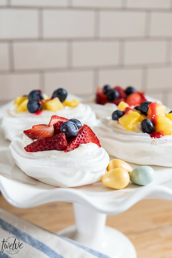 What do you think of these gorgeous mini pavlova Easter egg desserts? Try these as an Easter dessert this year! They are so easy to make and are so delicious!