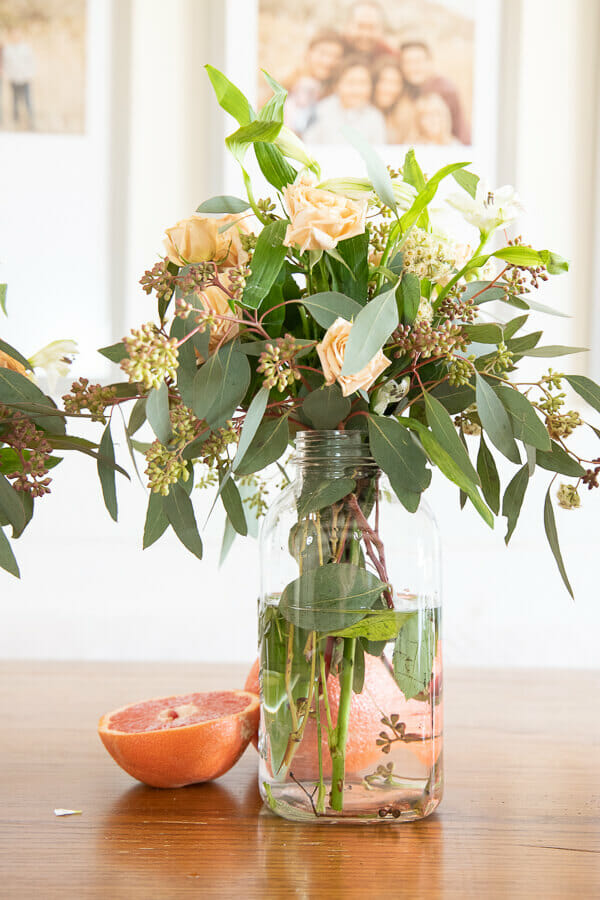 Spring tablescape ideas including fresh flowers, grapefruit, and other fresh fruits!