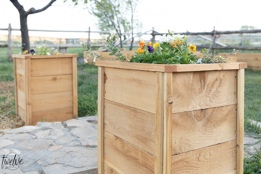 How to make super cute, inexpensive cedar planter boxes using cedar fence pickets from Home Depot.