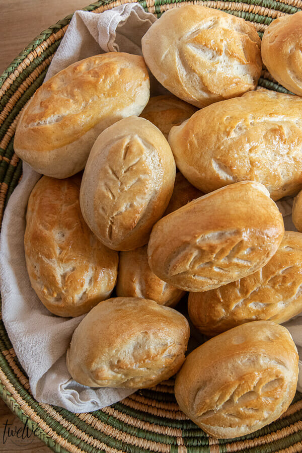 What a fun way to bring fall to your dinner table! Gorgeous dinner rolls with leaf cut designs in them, bringing fall right to your table!