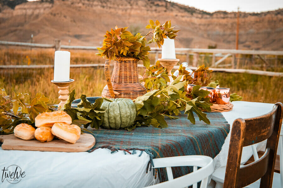 Simple fall table decor perfect for outdoors or indoors. Set back in a tall grass field. Using the area around you as the decor is the key.