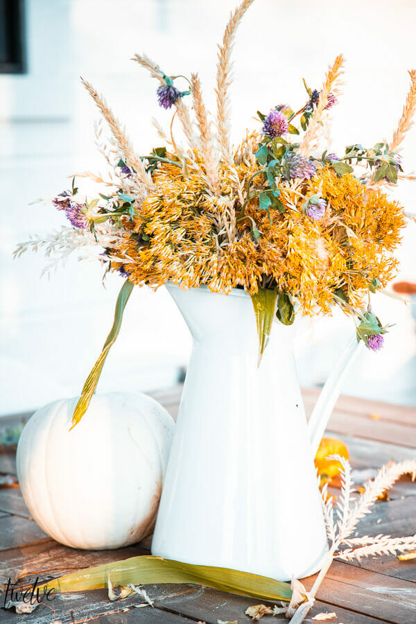 Fall floral arrangement using weeds, brush, and corn stalk tassels!  This was created absolutely for free!