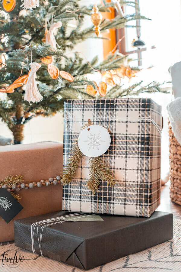 Christmas Gift Wrapping Ideas With Free Printable Gift Tags!